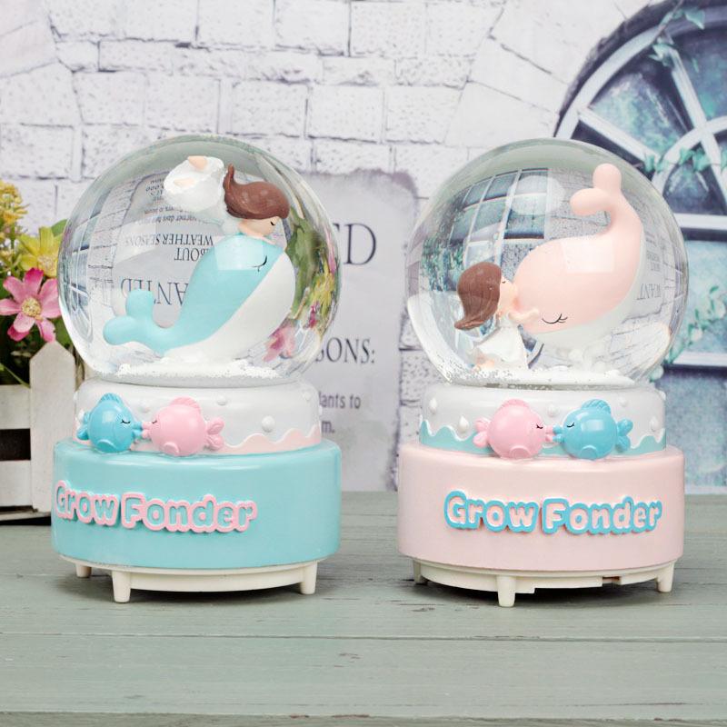 Custom Made Polyresin resin cute Whale Snow globe, water globe, Snow glass ball